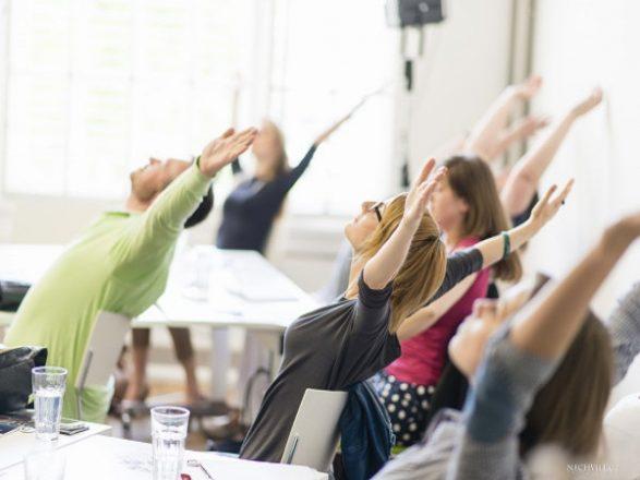 Các tư thế yoga cho dân văn phòng đơn giản hiệu quả