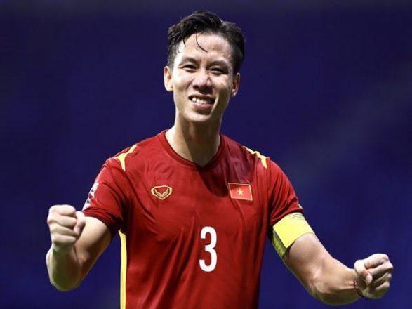 Bóng đá Việt Nam 21/10: Quế Ngọc Hải nhận vinh dự đặc biệt